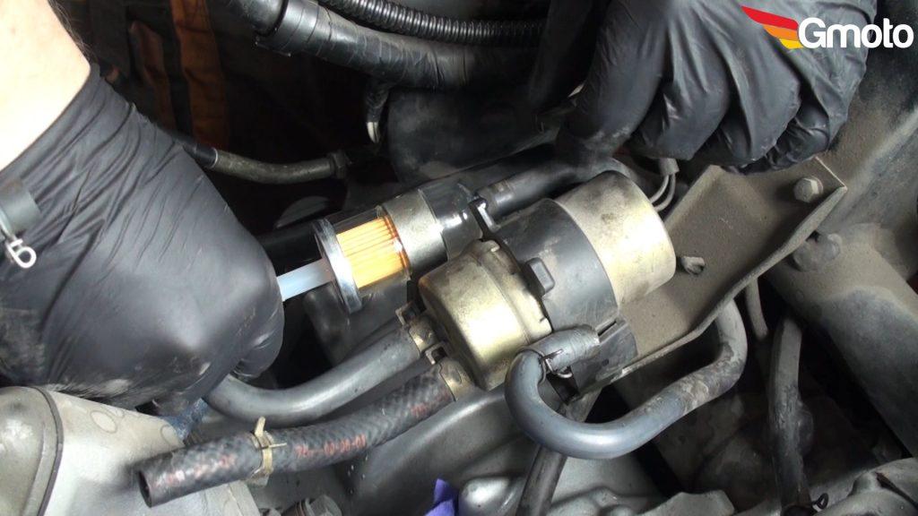 Wymiana filtra paliwa.