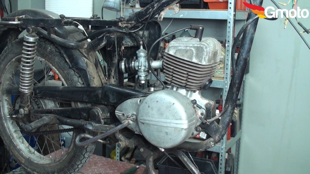 Motocykl bez wydechu.