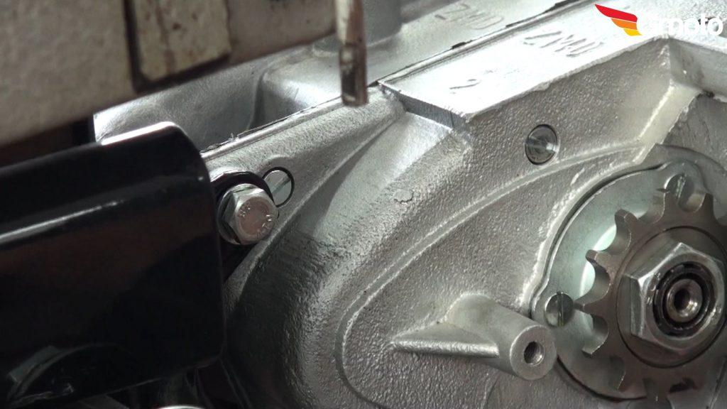 Śruba silnika tył.