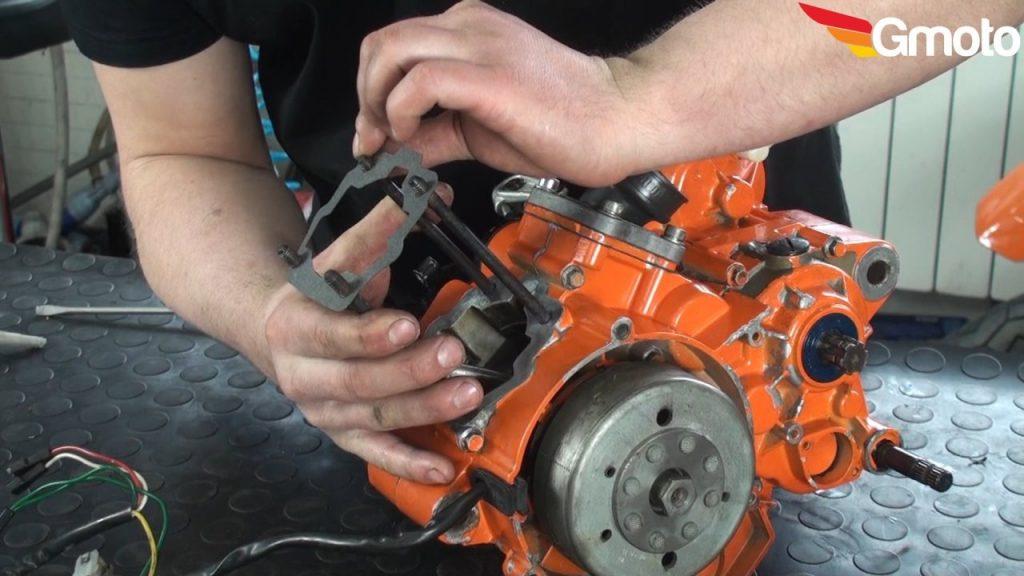 Montaż uszczelki pod cylinder.